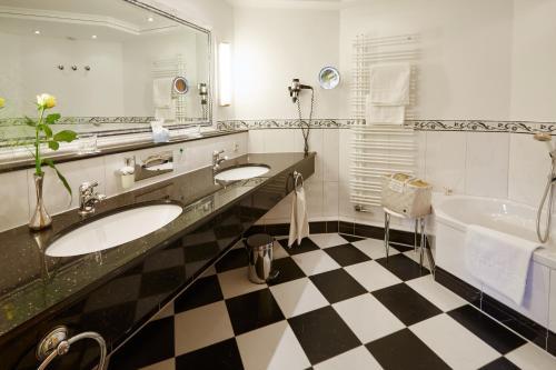 A bathroom at Hotel Kesslermühle
