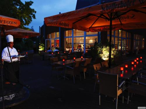 A restaurant or other place to eat at H+ Hotel Köln Hürth