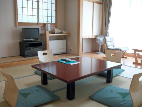 A television and/or entertainment centre at Kamikochi Nishi-itoya Mountain lodge