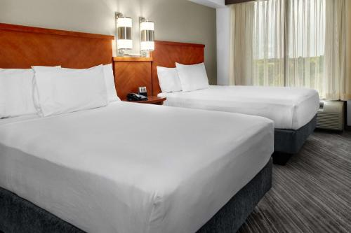 A bed or beds in a room at Hyatt Place Sacramento Rancho Cordova