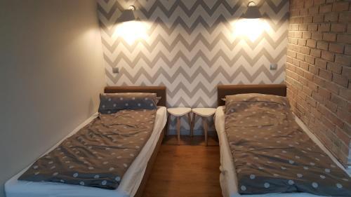 Łóżko lub łóżka w pokoju w obiekcie Studio Centrum Ratusz