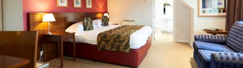 A bed or beds in a room at The Lodge At Meyrick Park