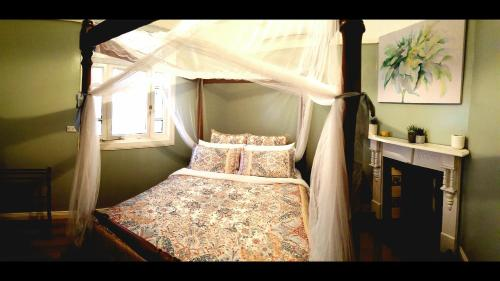 A bed or beds in a room at Bacchus on Love