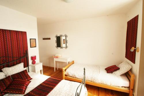 Een bed of bedden in een kamer bij Le Clos Auvergnat