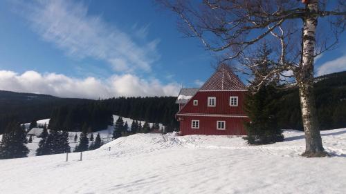 Chalupa ve Smrčí im Winter