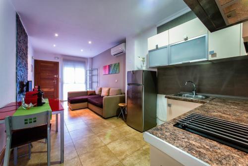 A kitchen or kitchenette at Apartamentos Amanecer Murcia