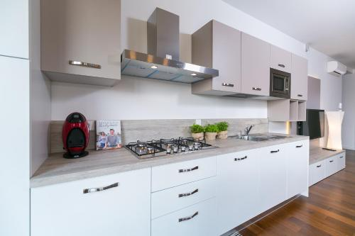 A kitchen or kitchenette at Spada Residence III