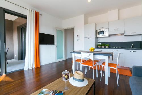 A kitchen or kitchenette at Spada Residence I
