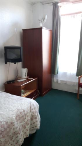 A television and/or entertainment centre at Victoria Inn