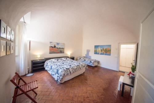 A bed or beds in a room at Appartamento i Priori
