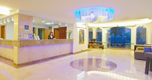 The lobby or reception area at Apartamentos Mar y Playa