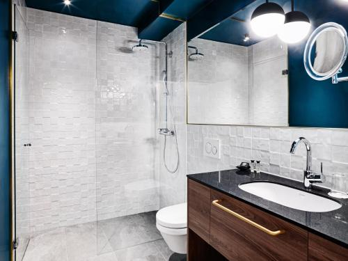 A bathroom at STAGE 12 Hotel by Penz