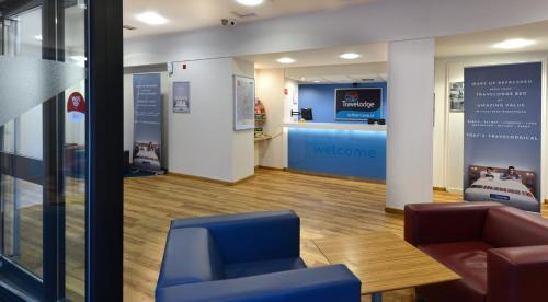 The lobby or reception area at Travelodge Belfast
