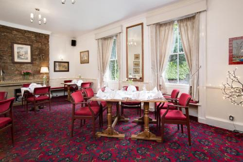 A restaurant or other place to eat at Tankerville Arms Hotel