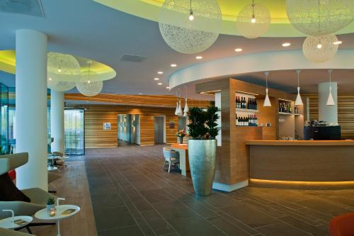 De lobby of receptie bij Hotel Udens Duyn