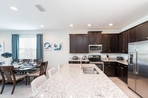 A kitchen or kitchenette at Splendid Home with Loft Area & Private Pool near Disney - 7619B