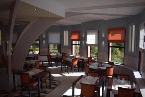 A restaurant or other place to eat at Hotel Bollaert