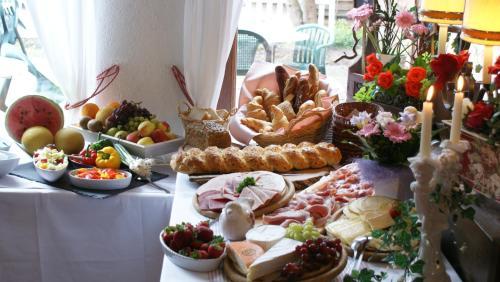 Frühstücksoptionen für Gäste der Unterkunft Hotel Hohenried Im Rosengarten