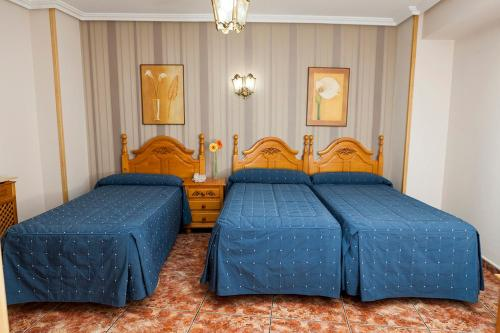 A bed or beds in a room at Hotel Guadalquivir