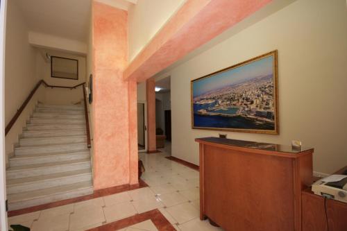 Μια τηλεόραση ή/και κέντρο ψυχαγωγίας στο Lena Hotel