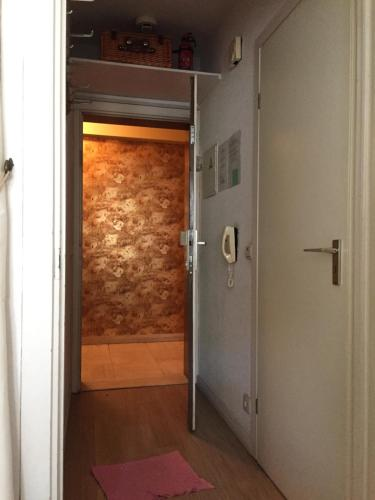 A bathroom at Studio Oostende Budget