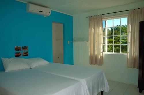 A bed or beds in a room at Alvynegril Guest House