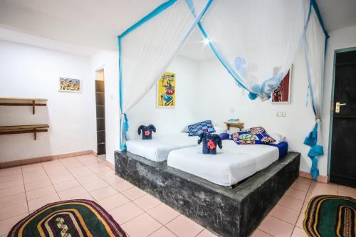 Ein Bett oder Betten in einem Zimmer der Unterkunft Blue Reef Sport & Fishing Lodge and Bungalows