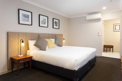 A bed or beds in a room at Brisbane International Virginia
