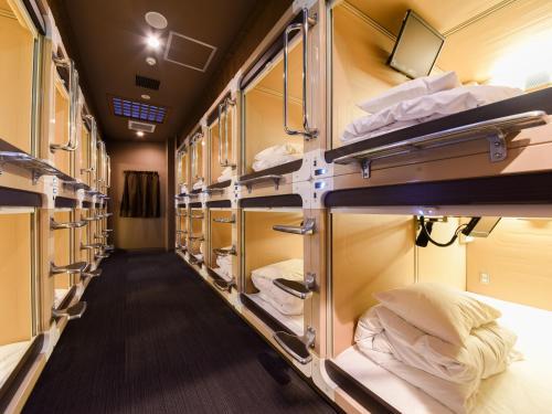 Двухъярусная кровать или двухъярусные кровати в номере Tanegashima Araki Hotel