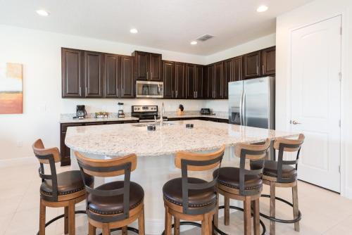 A kitchen or kitchenette at Outstanding Home with Water Park Access near Disney - 7731F