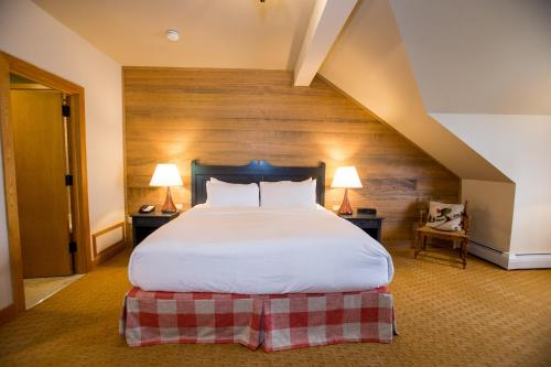 A bed or beds in a room at Trapp Family Lodge