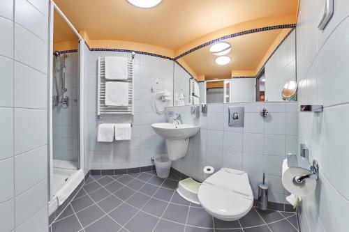 A bathroom at Hotel Horizont