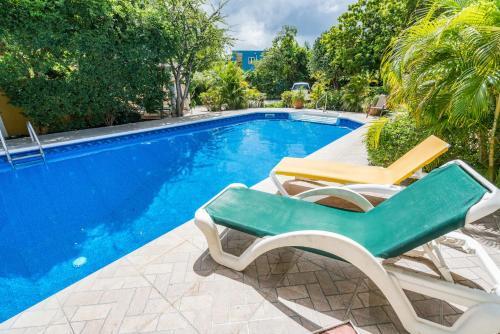 A piscina localizada em Annidas Sambuya ou nos arredores