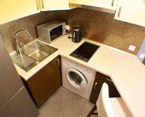 A kitchen or kitchenette at Apartments U morya