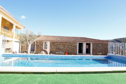 The swimming pool at or near Casa do Prado