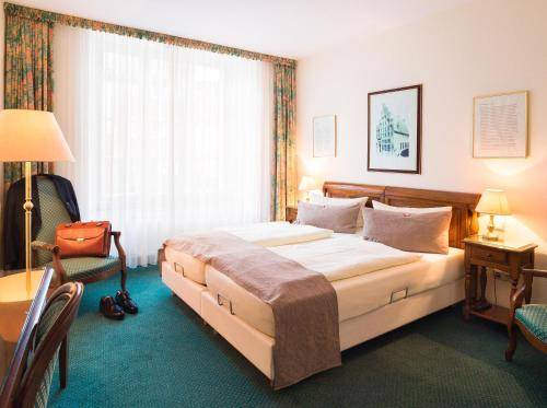 A bed or beds in a room at TOP CityLine Klassik Altstadt Hotel Lübeck