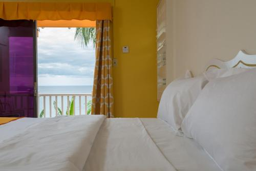 A bed or beds in a room at Bird Rock Beach Hotel