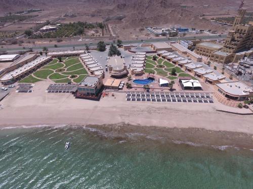 A bird's-eye view of Royal Beach Hotel & Resort