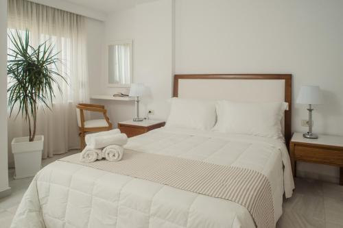 A bed or beds in a room at Elizabeth Suites
