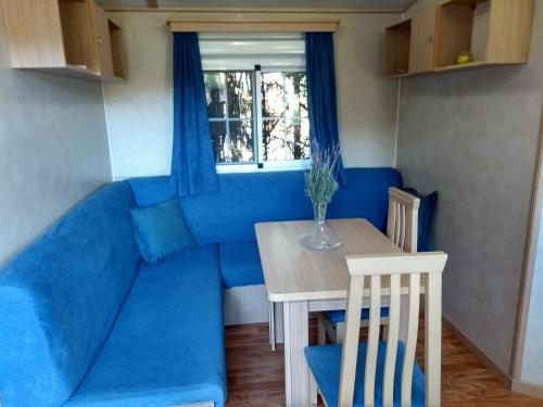 A seating area at Mobil home las moreras
