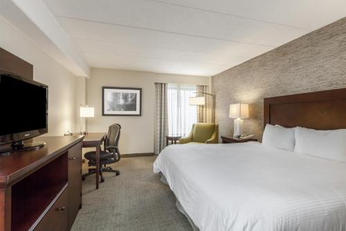 A bed or beds in a room at Wyndham Pittsburgh University Center