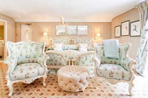 A seating area at Summer Lodge Country House Hotel