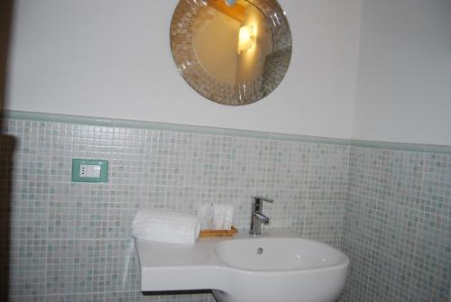 A bathroom at Burlamacco Gold