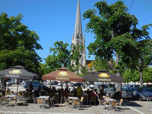 A restaurant or other place to eat at HOTEL DE L'ABBAYE