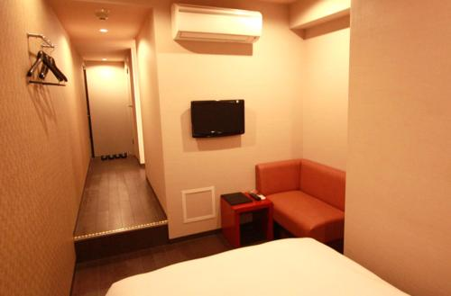 A television and/or entertainment centre at Hills Hotel Gotanda