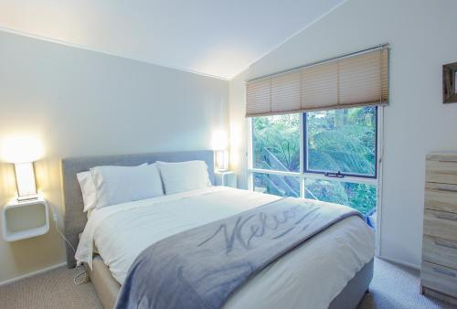 A bed or beds in a room at Tree Top Stay