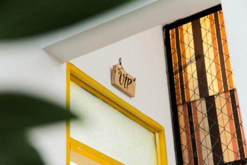 Logo/bảng hiệu tại nhà trọ
