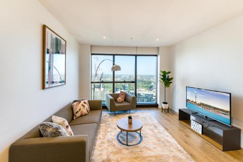 A seating area at Melbourne CBD Southbank 2BR/ 2BTH WIFI & VIEW