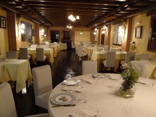 Un restaurante o sitio para comer en Hotel Restaurante Florida