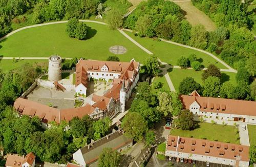 Blick auf Schlosshotel Schkopau aus der Vogelperspektive